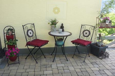 Terrassen-Ferienwohnung mit TRAUMHAFTER AUSSICHT - Lakás