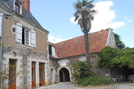 Maison au coeur du vignoble d'Anjou - Saint-Aubin-de-Luigné - Huis