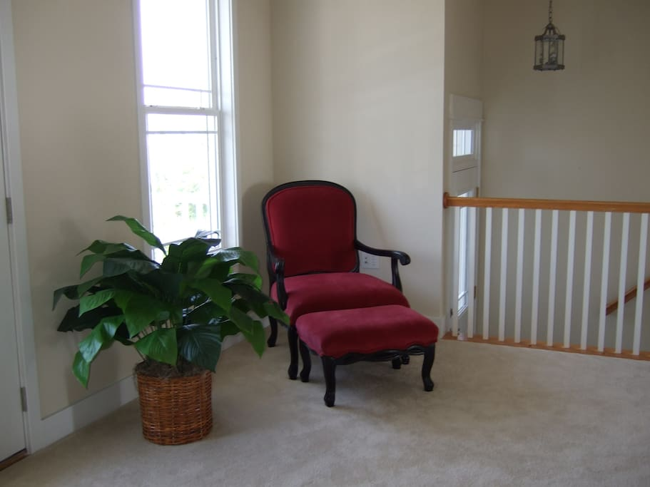 sitting area close to foyer