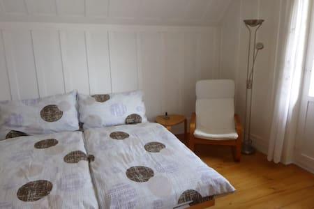 2 sonnige Zimmer  auf dem Land - Haus