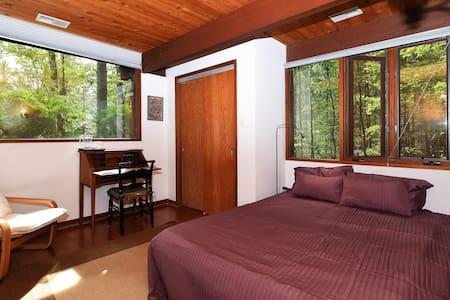 Exec. Suite Nestled in Woods - Vienna - Casa