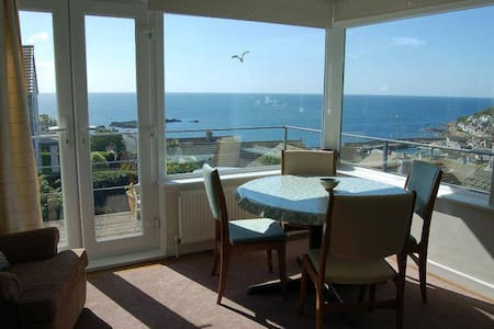 Beautiful Mousehole Apartment - Pis