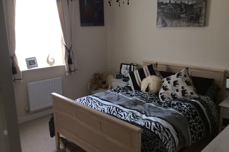 Comfortable double room and ensuite - Huis