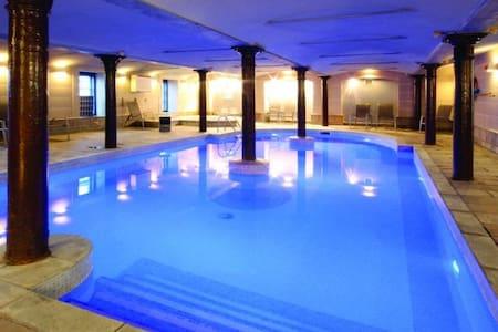 Glasgow: Enjoy Your Own Apartment