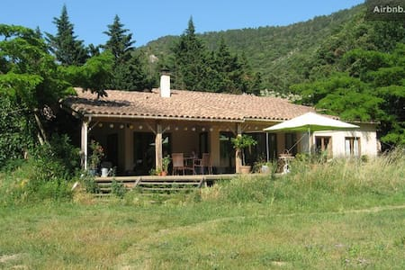Beautiful Chalet House in 22 acres - Caunes-Minervois - Huis
