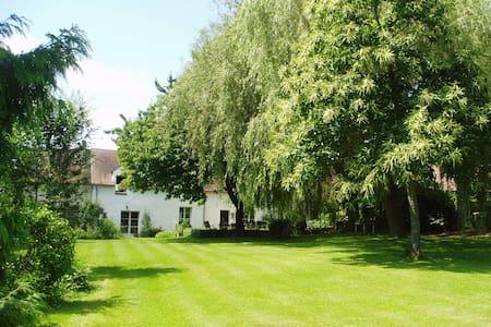 """Chambre """"Fée Estë"""" au Rond des Fées - Pommeuse - Guesthouse"""