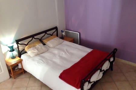 Chambre privée dans appartement au centre ville - Pont-Saint-Esprit - Leilighet