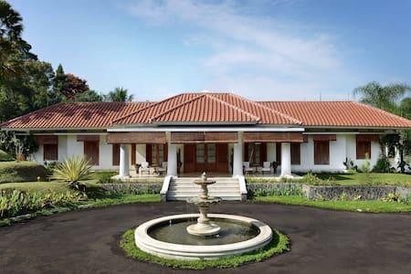 Villa Cempaka Fontaine la Riviere - Cisarua