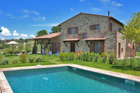 Beautiful villa with pool and view - Villa