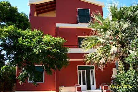 SPLENDIDA VILLA CON GIARDINO  - Cagliari - Villa