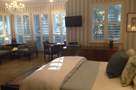 SoCo Suite:  Luxurious & Affordable