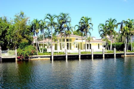 FLORIDA DREAM 4/4 HEATED POOL 313