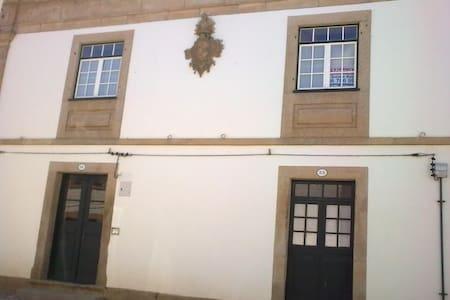 SOLAR DO MARECHAL -Rua Combatentes. - Almeida - Casa
