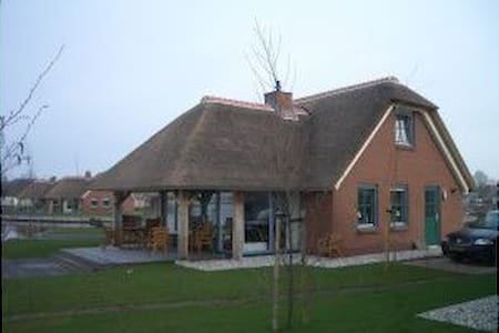 lovely villa directly to giethoorn (lakeview) - Wanneperveen