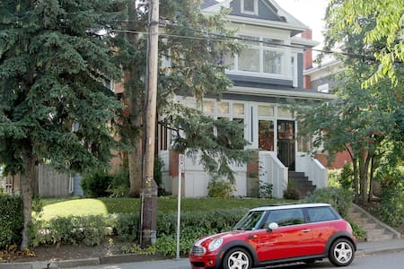 Private Suite-Old World Charm, New World Comfort! - Calgary - Bed & Breakfast