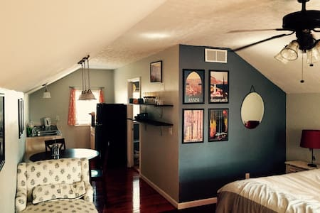 Lovely studio apartment in historic Knoxville - 一軒家