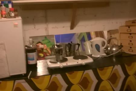 kl., helles Zimmer mit Gartenzugang - Hus