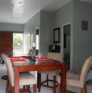 Cozy 2BD 1b with parking included - Daire