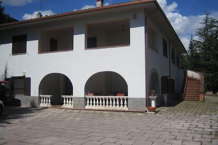 villa stile toscano a L'Aquila - L'Aquila