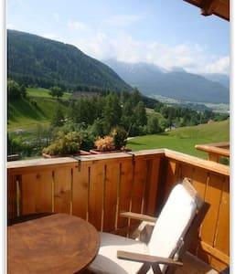Accogliente mansarda in Alto Adige - Appartement