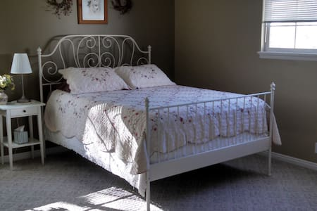 Stay in our Vintage Room! 4 of 5 - Tooele - House