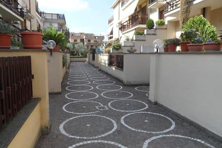 Villetta ingresso indipendente - Roma - Villa