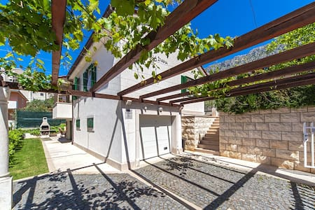 Cosy family villa Zivana,pet friendly - Dugi Rat - Villa