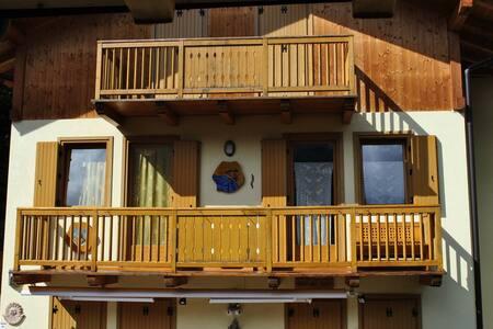 Appartamento con garage e balcone - Lejlighed