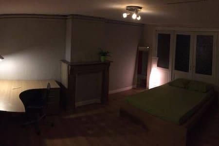 Chambre dans une chouette coloc - Haus