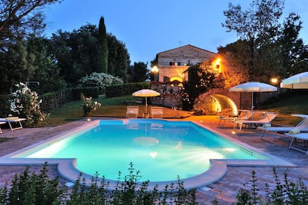 Luxury Villa for16 in Marche region - Montemaggiore Al Metauro - Hus