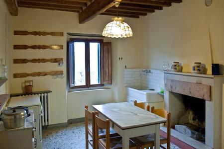 Rustico con giardino in collina - Pescia - Castella di Stiappa - Hus