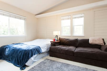 Private bedroom, full bath, couch! - San Jose - House