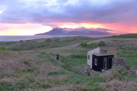 Sweeney's Bothy | Eigg eco-cabin - Cleadale