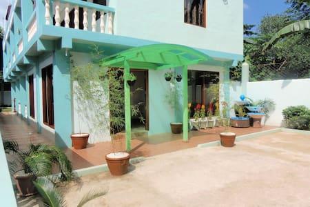 Green House Puerto Single Room - Bed & Breakfast