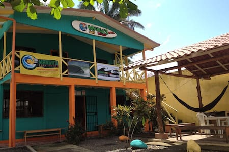 Manga´s Surf House Hostel - Dorm#1 - Jacó - Bed & Breakfast
