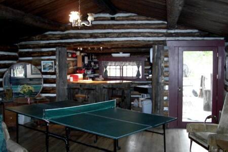 Rabbit Den at Bunnylane Cabins - Stuga