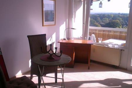 Appartement mit Balkon u. Badewanne - Apartament
