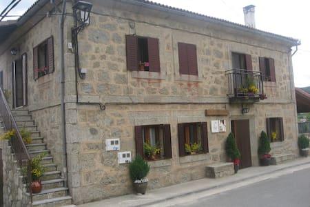 Casa Asomailla Arriba en gredos hoyos del espino - Hoyos del Espino - Casa