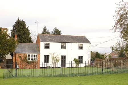 Old Chapel Cottage - House