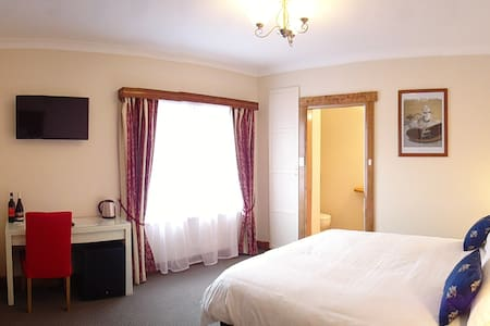 A hosted boutique B&B on small farm - Dover - Bed & Breakfast