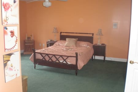 Gorgeous one bedroom ensuite - Great Falls - Hus
