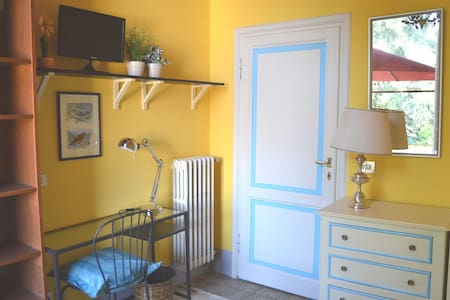 Room with balcony Florence Center-Free 30 Mb WiFi - Florence - Apartment