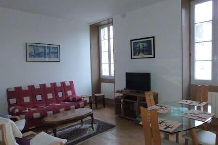 Appartement entièrement rénove - Huoneisto