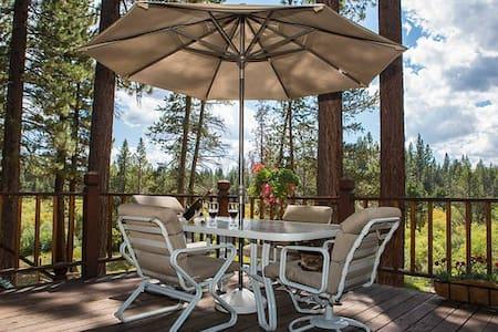 Mountain Meadow Lodge Guest Room 1 - South Lake Tahoe - Bed & Breakfast