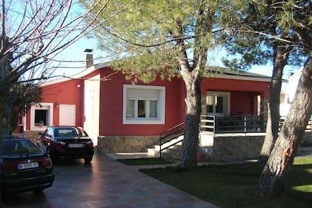 Chalet de lujo con piscina - Casa