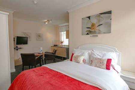 Studio at Aparthotel Blackpool - Blackpool - Bed & Breakfast