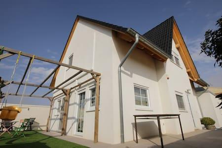Casa estilo nórdico, muy luminosa y acojedora - Castejón