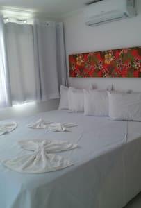 Flat em Manguinhos, Qto sala coz - Bed & Breakfast
