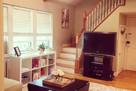 Charming Condo - Minutes from Boston - Newton - Apartamento