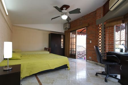 huge room with private bathroom - Vila